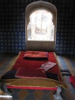 041211010416_royal_bed