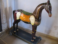041211011258_horse_on_wheels