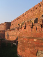 041227160100_walls_of_agra_fort