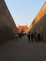 041227160732_rampart_to_agra_fort