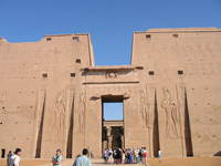 003_entrance_to_temple_of_horus
