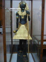 034_pharaoh_statue_guarding_the_entrance