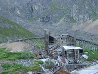07190087_abandoned_gold_mine