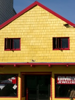 06170182_yellow_roof