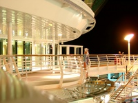 06180029_night_life_on_the_ship