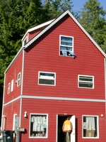06170148_red_house