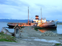 11031012_abandoned_boat_in_ushuaia