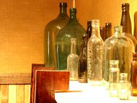 11140016_bottles_in_the_museum