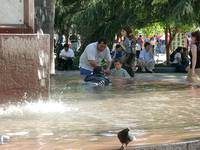 11280040_swimmer_in_fountain