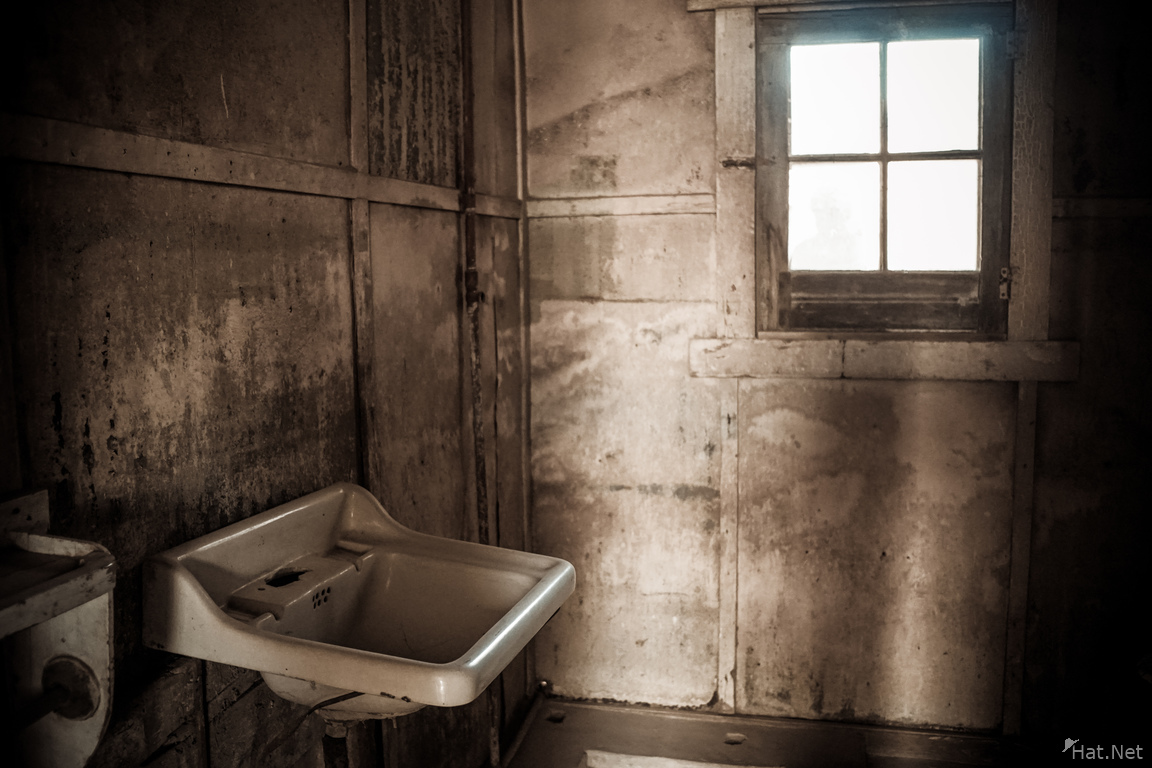 Humberstone creepy sink